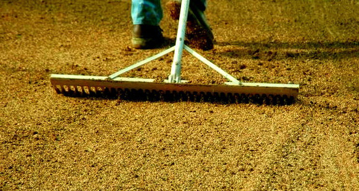 Подготовка почвы под посадку газона